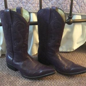Stunning grape purple leather cowgirl boots!!
